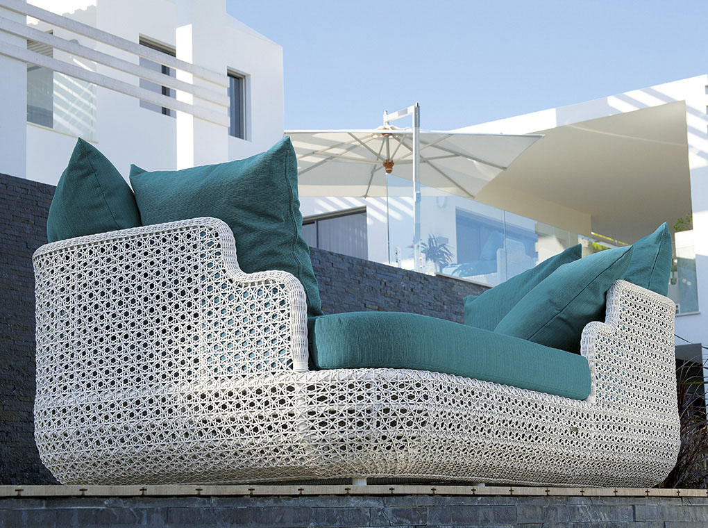 BarlowTyrie - beautiful teaks & woven pieces - outdoor furniture